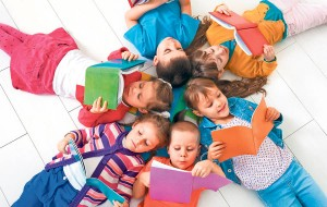 copii care citesc